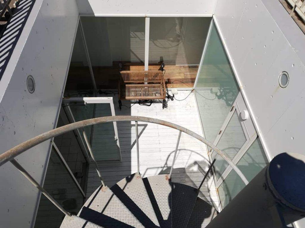 螺旋階段上から見た中庭