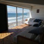 Worlation+Plusの窓からは湘南の海が広がります